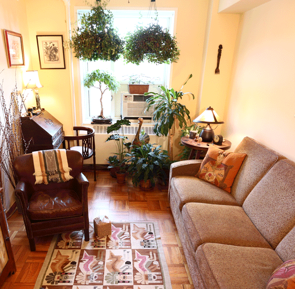 The individual and couples therapy room in Rhona's office.